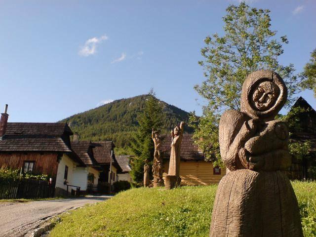 vlkolinec-drevenne-sochy